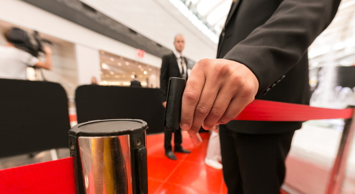 Microsoft 365 - meta Review. A security guard opens access to an event under a watchful eye